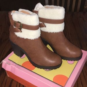 NEW Soda Faux Fur boots, size 9